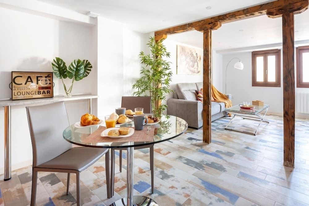 Studio, Multiple Beds (La Gitanilla) - In-Room Dining