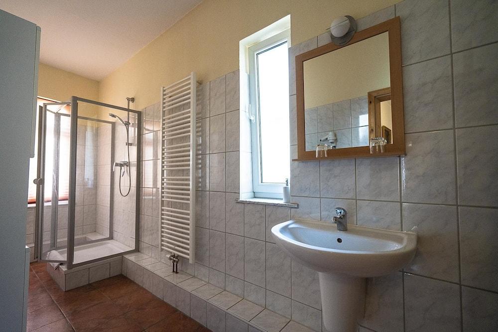 Standard Suite, Private Bathroom - Bathroom