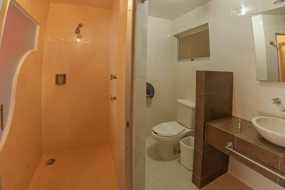 Kolmen hengen huone, Useita sänkyjä, Tupakointi kielletty - Kylpyhuone