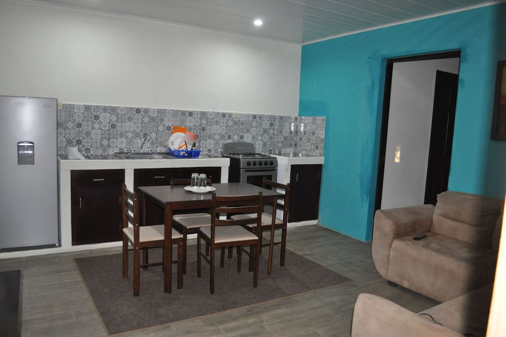 Family Apartment, 2 Single Beds, Courtyard View - Guest Room