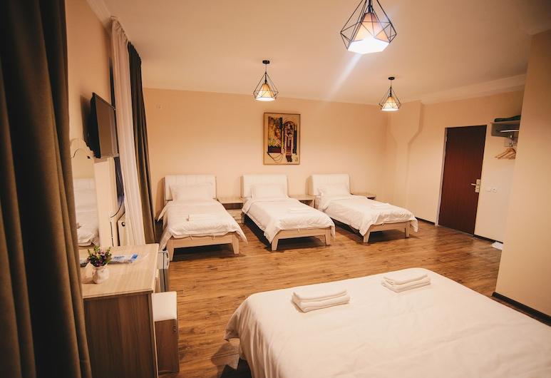 Hotel Sani Kutaisi, Kutaisi, Habitación cuádruple estándar, Varias camas, Habitación