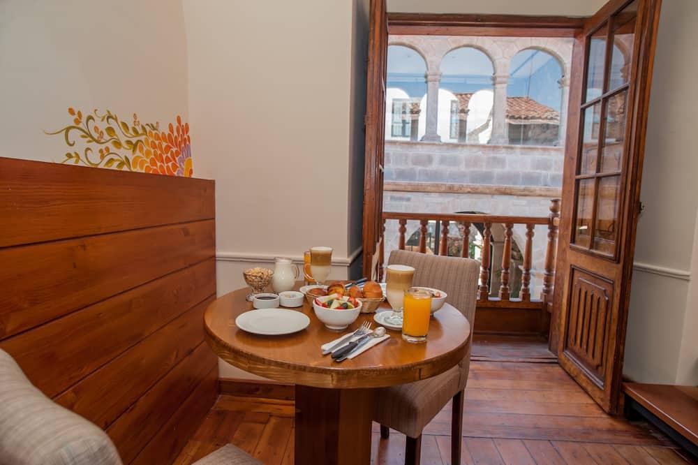 Deluxe Suite, 1 Katil Raja (King), City View - Tempat Makan dalam Bilik
