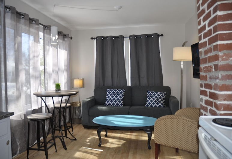 Moncton Suites on Rockland, מונקטון, דירת סיגנצ'ור, נוף לגן, אזור מגורים