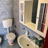 Dvojlôžková izba, 1 veľké dvojlôžko - Kúpeľňa
