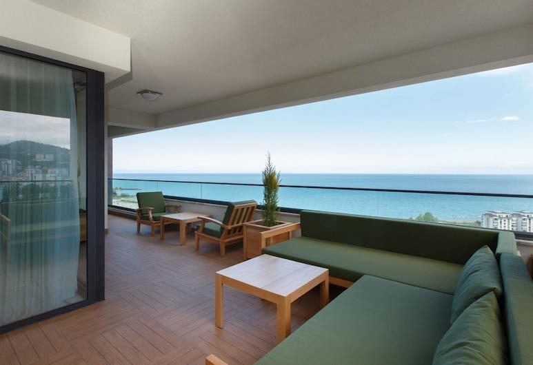 Canbakkal Luxury Suites, Yomra, Luxury Suite, 3 Bedrooms, Sea View, Balcony