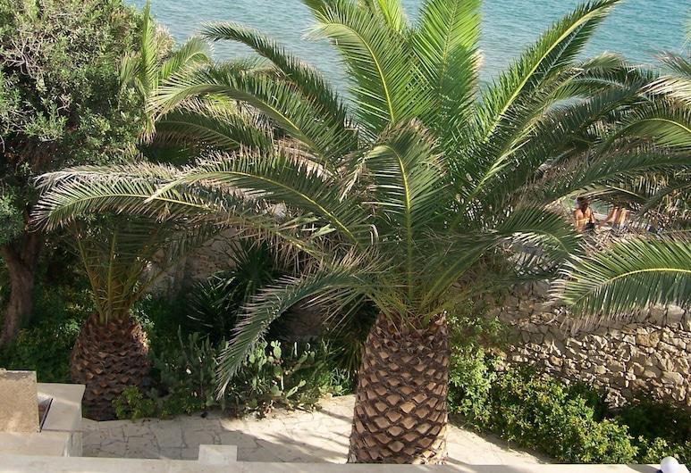 Villa With 5 Bedrooms in Vittoria, With Wonderful sea View, Private Pool, Enclosed Garden - 30 m From the Beach, Vittoria, Vista al jardín