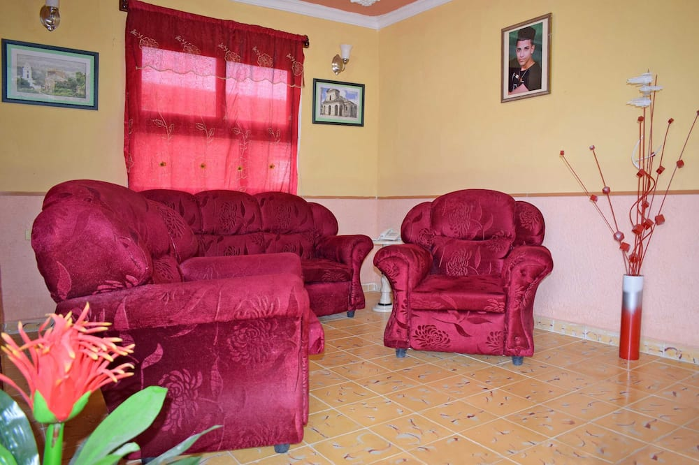 Family House, 3 Bedrooms, City View - Living Area