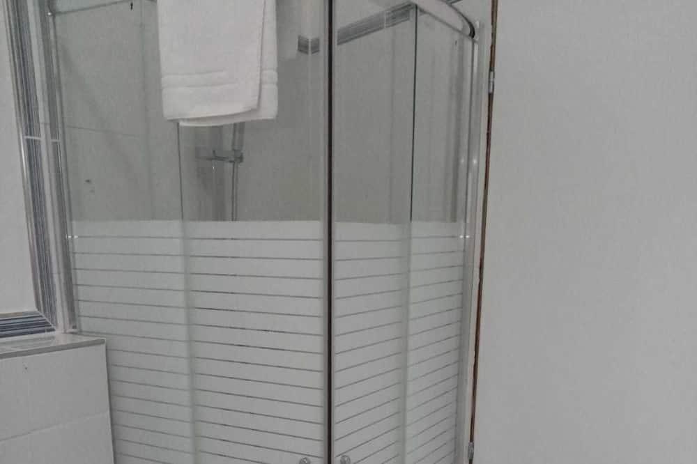 Basic Double Room, 1 Katil Ratu (Queen), Private Bathroom (External) - Pancuran Bilik Mandi