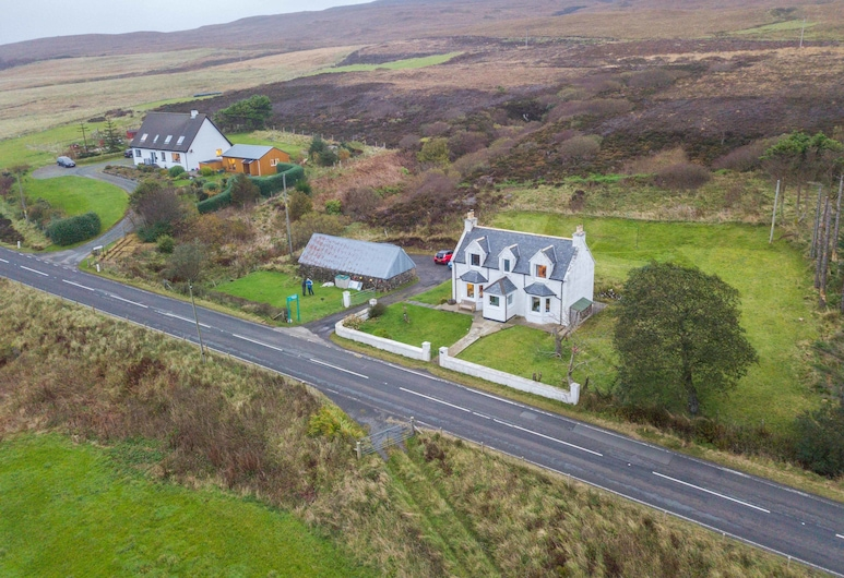 Lighthouse Cottage - Shared Facilities, Portree, Hotel Front