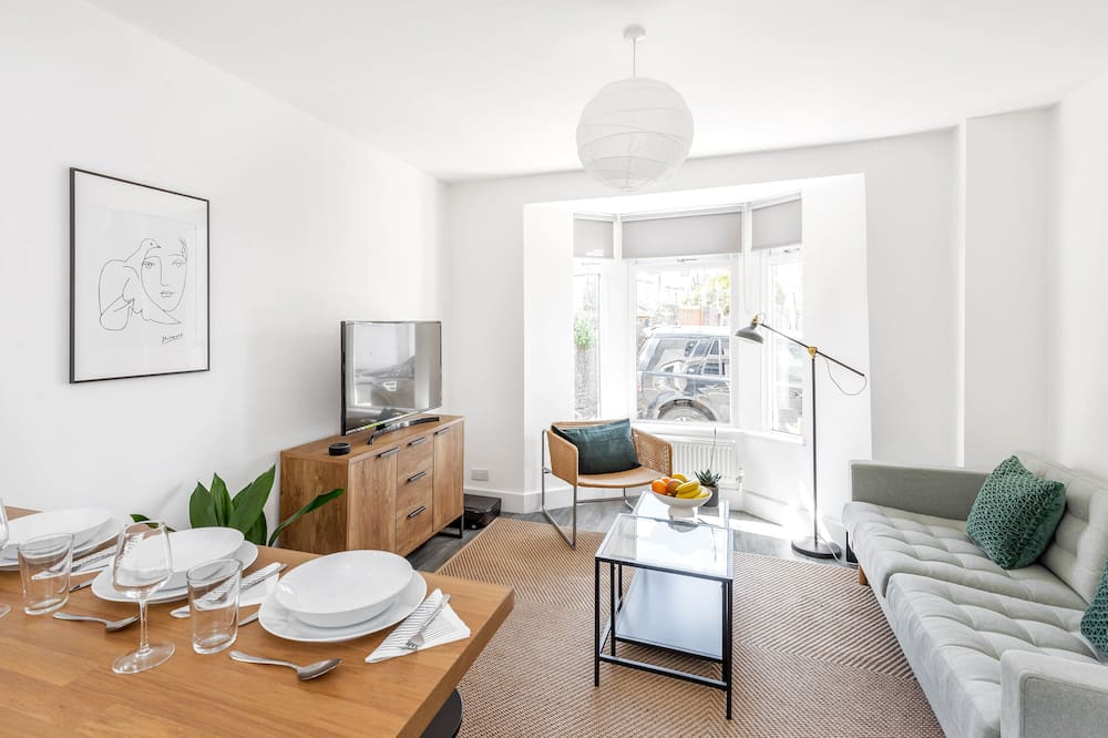 Stylish Apartment In Leafy Central Neighbourhood