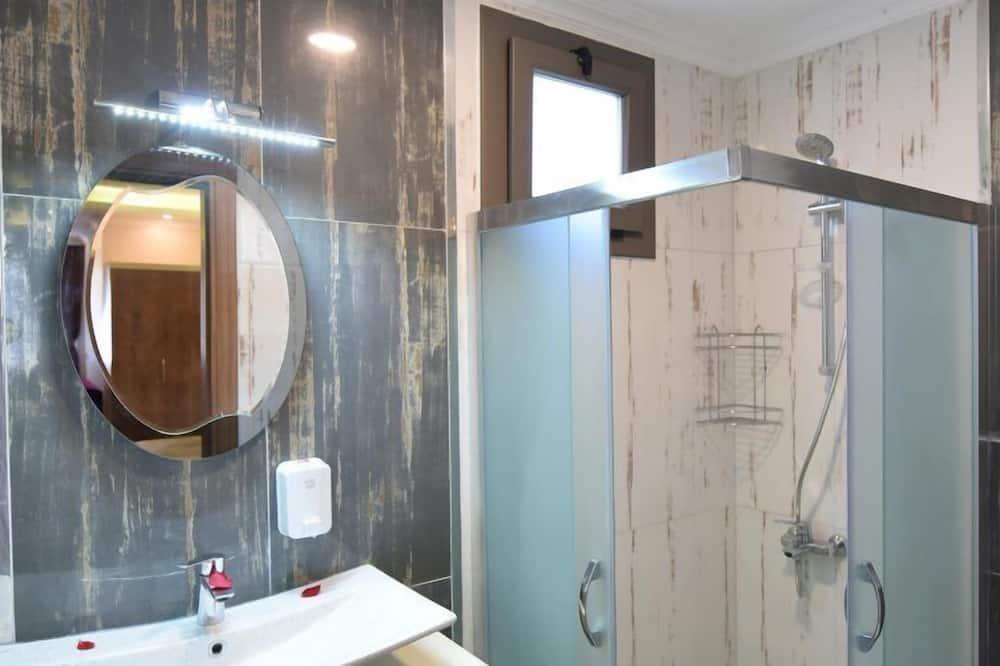 Standardní pokoj s dvojlůžkem nebo dvěma jednolůžky, dvojlůžko (200 cm), výhled na hory - Koupelna