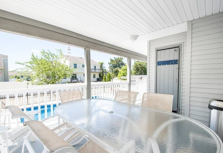 4 Bedroom Spacious Beach House Across the Beach With Inground Pool, Bayville, Balcony