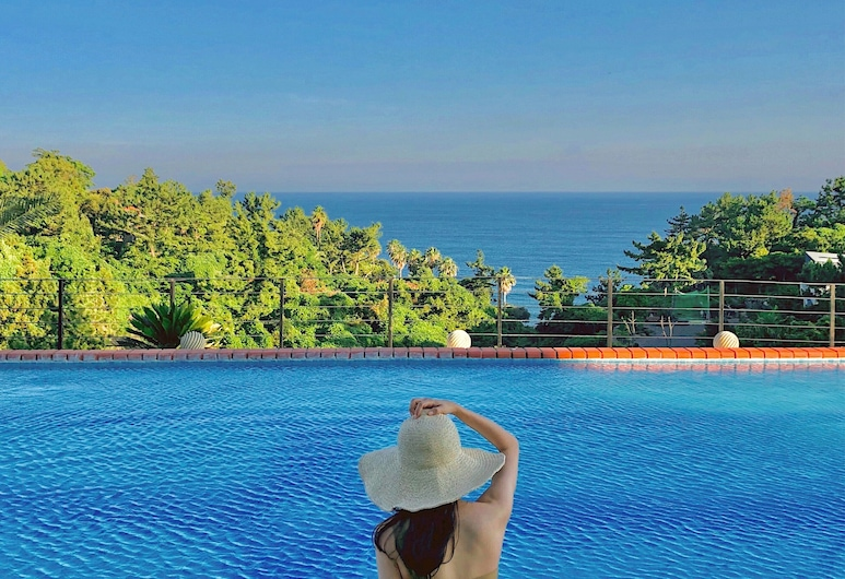黃金一號套房飯店, 西歸浦, 無邊際泳池