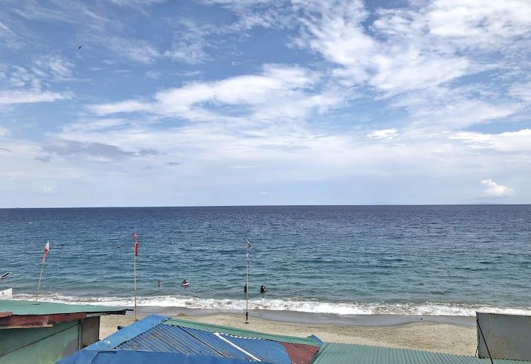 Myra and Medelaine's Place, Puerto Galera, Beach