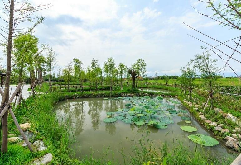 Beautiful Village, Wujie, Ezers