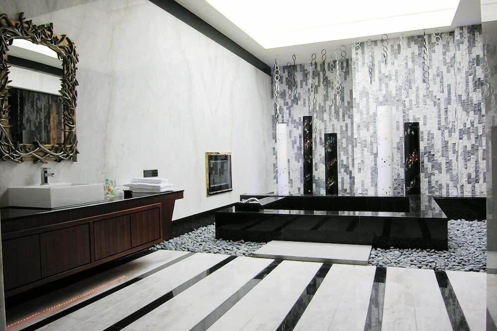 Habitación doble Deluxe, 1 cama King size, bañera de hidromasaje, vista al patio (E) - Imagen destacada