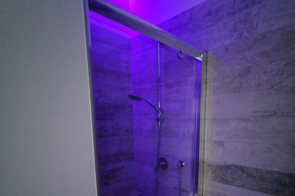 Classic Double Room (Chopin) - Bathroom Shower