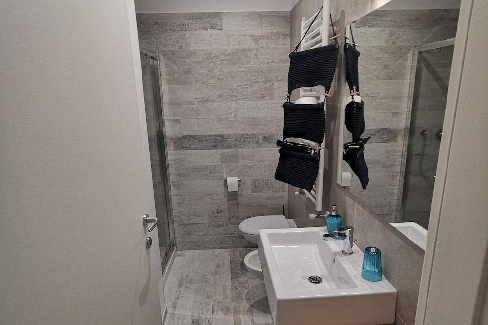 Classic Double Room (Chopin) - Bathroom