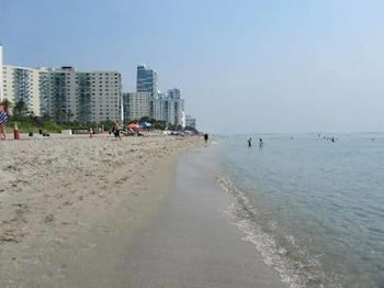 Picture of Amazing 1br Apartment With Pool, Hallandale Beach! in Hallandale Beach