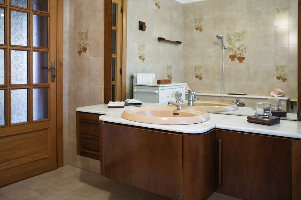 標準雙人或雙床房, 花園景觀 (Oro) - 浴室