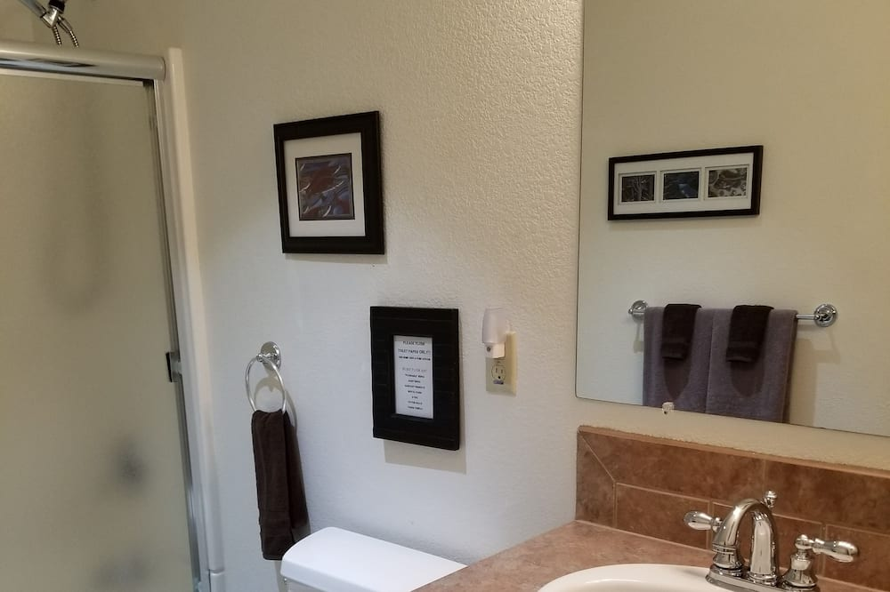 Eenvoudig appartement - Badkamer