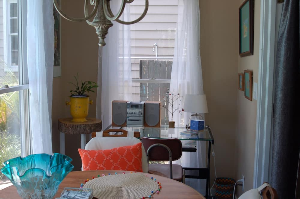 Private Comfortable Cottage in Historic District Summerville SC