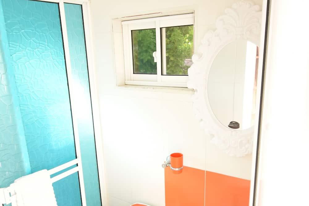 Comfort Apartment, 2 Double Beds, Smoking, Sea View - Bathroom
