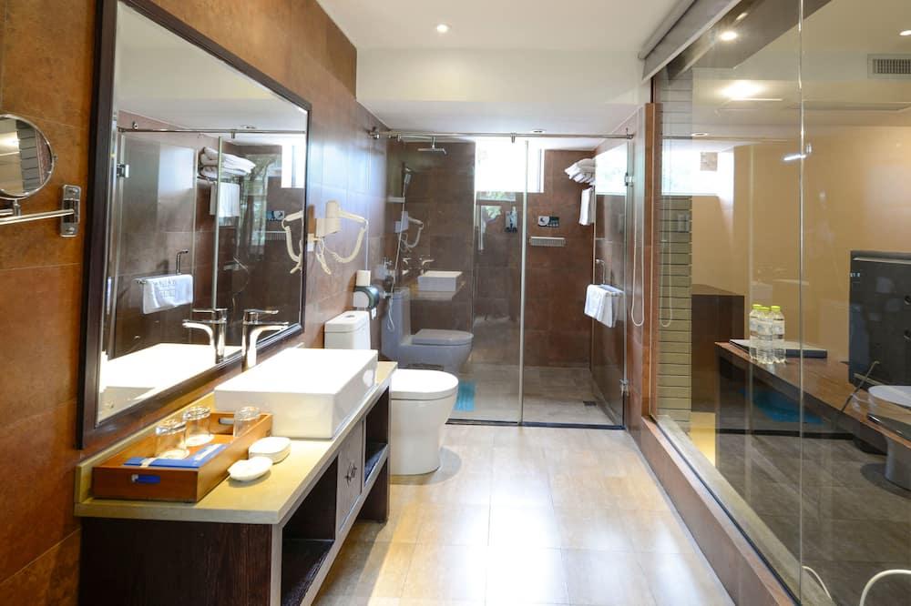 Family Double Room, Non Smoking - Bathroom