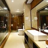 Superior Twin Room, Non Smoking - Bathroom
