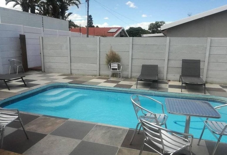EBIOKENG SELF CATERING APARTMENTS, Cape Town, Outdoor Pool