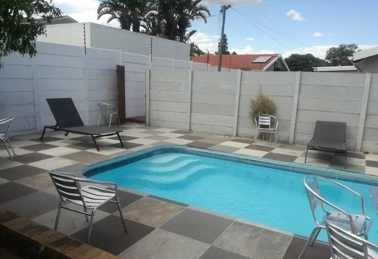 EBIOKENG SELF CATERING APARTMENTS, Cape Town