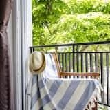 Deluxe Apartment, 1 Queen Bed, City View - Balcony