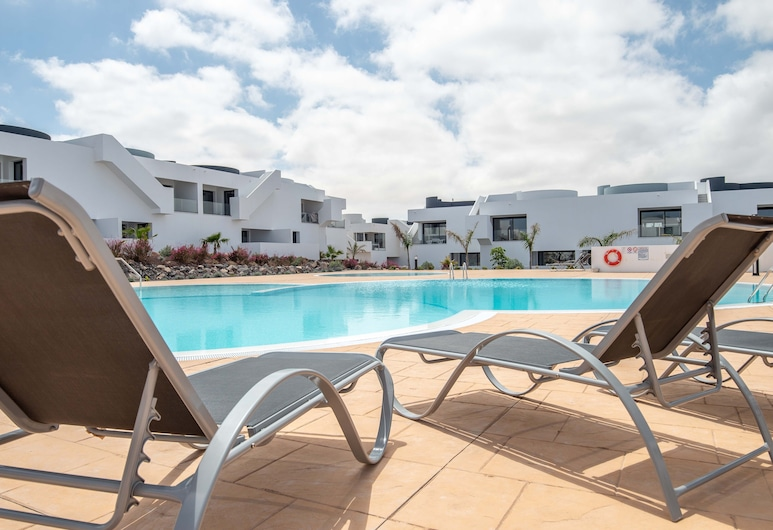 Holiday Apartment piscina wifi by Lightbooking, La Oliva, Outdoor Pool