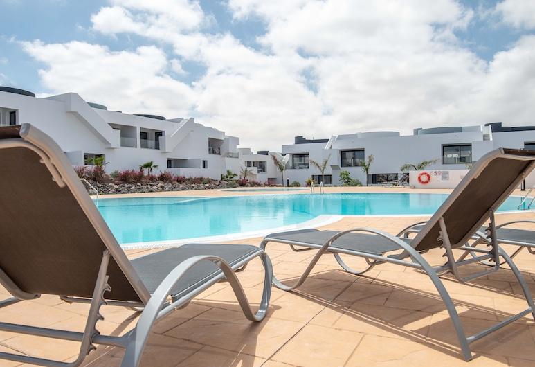Holiday Apartment piscina wifi by Lightbooking, La Oliva, Piscina Exterior