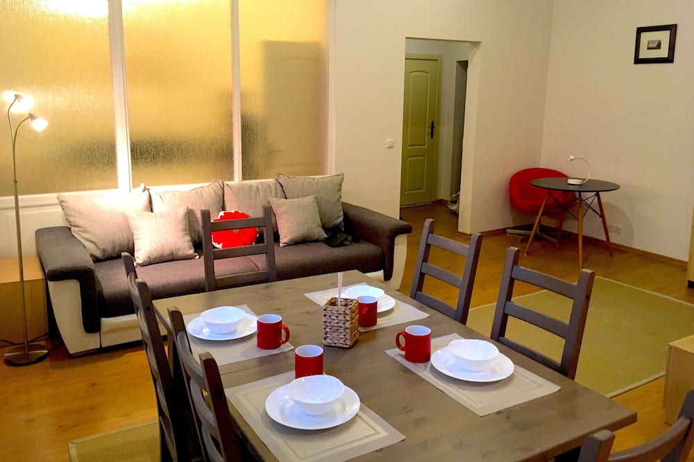 Standard Apartment, 1 Bedroom, Courtyard View - Living Area
