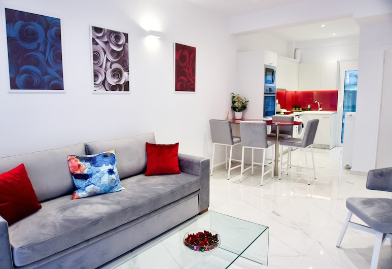 Sophisticated Modern Apt in Athens, Atenas