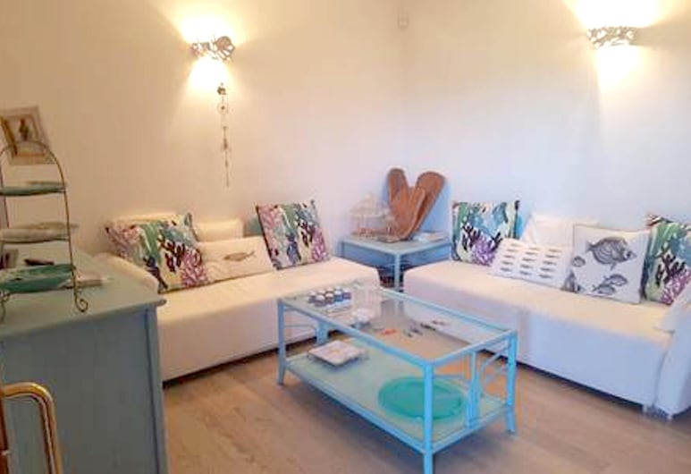 House With 4 Bedrooms in Porto Rotondo, With Wonderful sea View and Furnished Garden - 600 m From the Beach, Olbia, Living Room