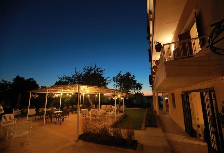 比耶特米爾納酒店, 埃登, 酒店入口 - 夜景