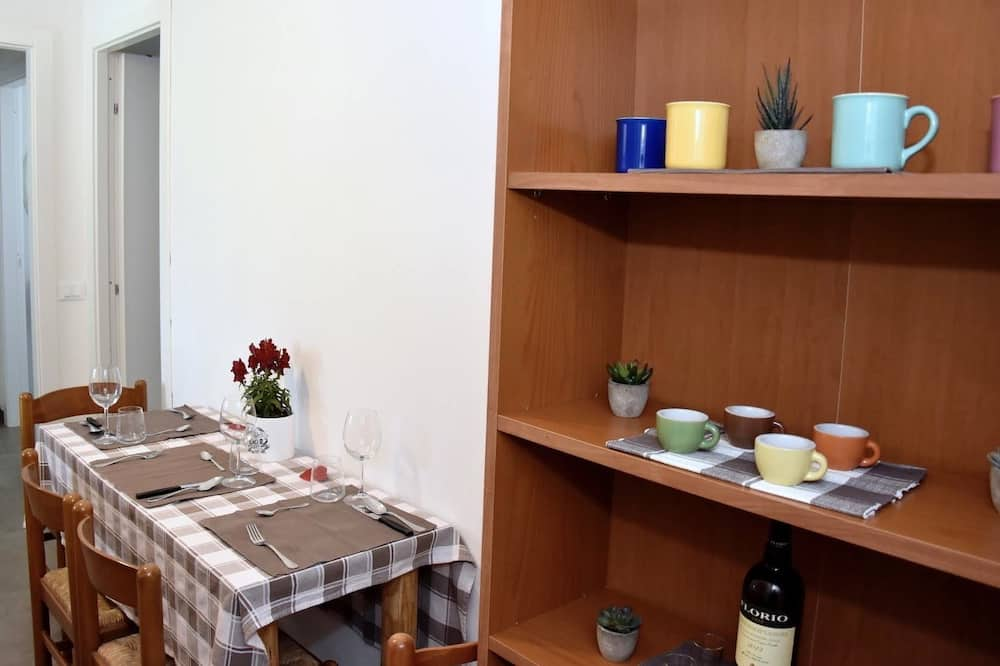 Apartment, Garden View - In-Room Dining