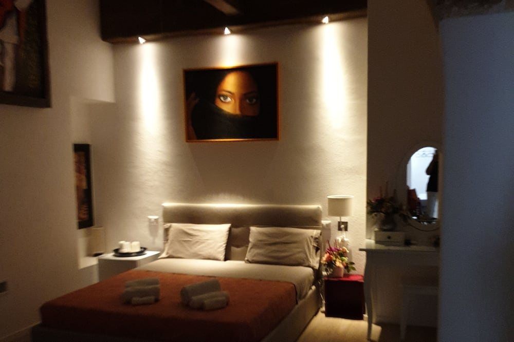 Comfort Triple Room, 1 Queen Bed with Sofa bed (Bari Indipendent) - Guest Room
