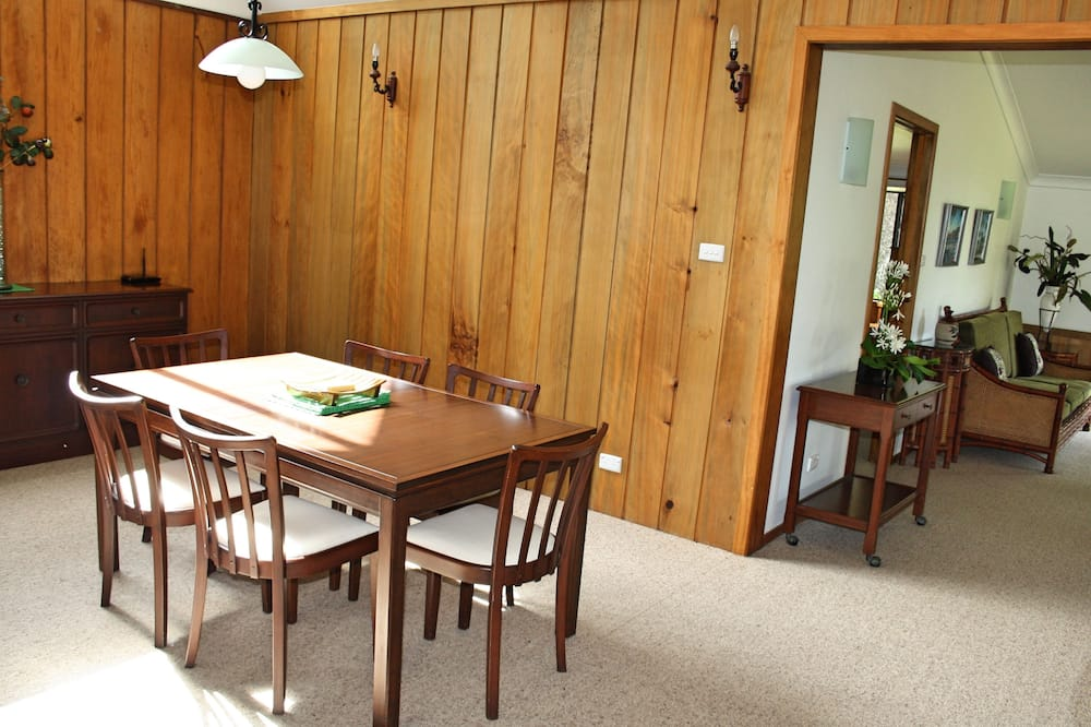 Family House, Garden View - In-Room Dining
