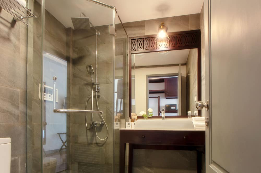 Deluxe Pool View Twin Room - Bathroom
