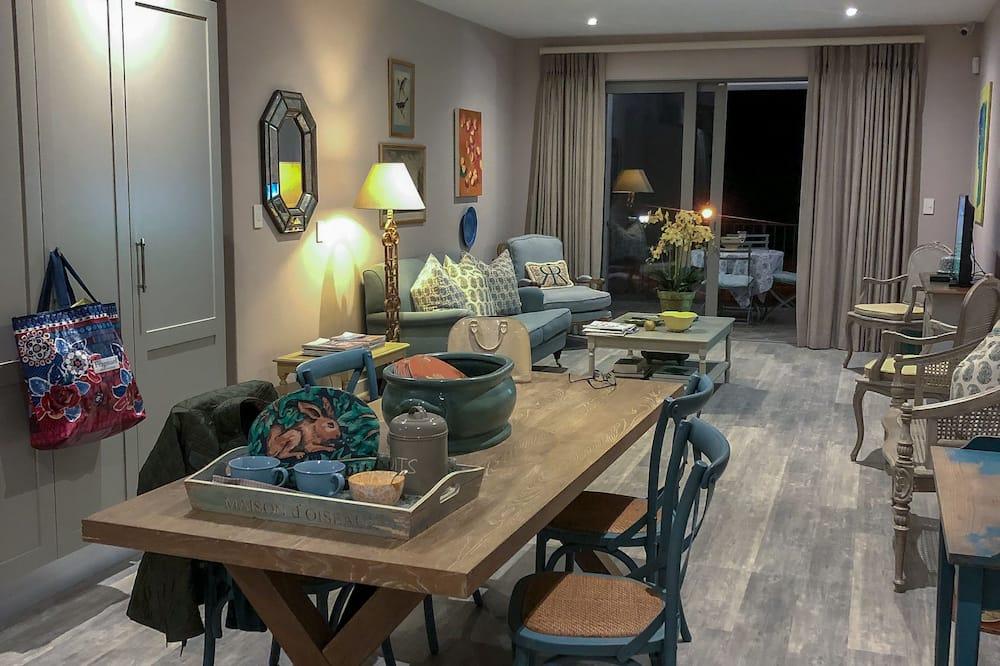 Superior Apartment, Mountain View - Living Area