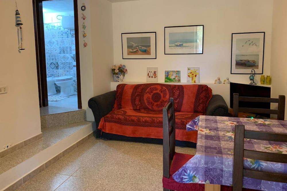 Economy Apartment, 2 Bedrooms - Living Area