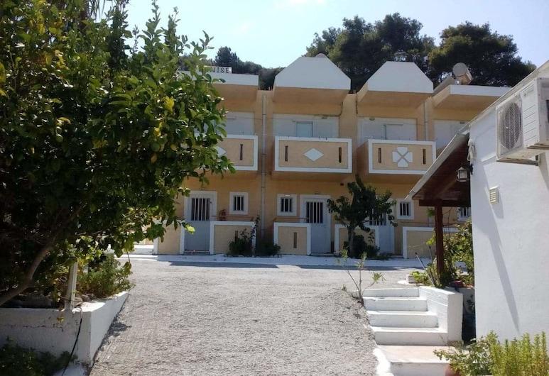 Denise apartments, Cos, Vista frontal de la propiedad