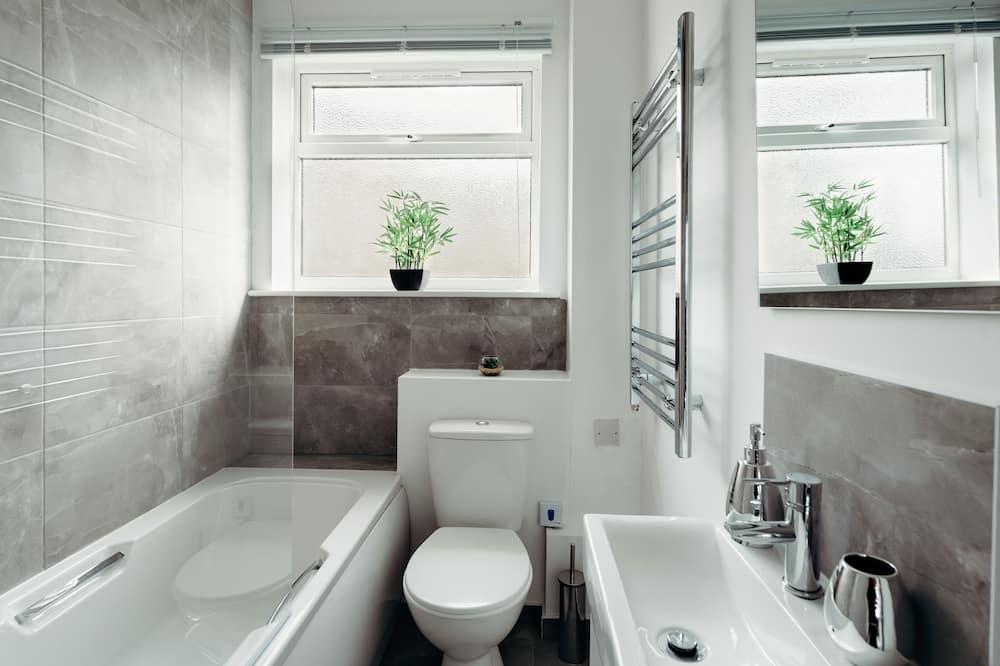 Apartmán typu Deluxe, viacero postelí - Kúpeľňa