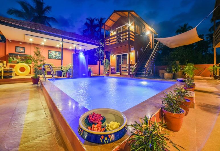 首都 O 35477 長灣酒店, 莫爾吉姆, 室外泳池