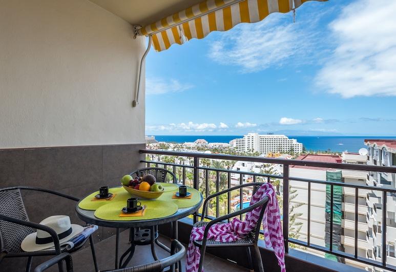 1020. Apartment with Fabulous View of Las Americas!, Arona, Terraza o patio