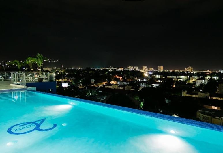 Ultra Luxury Apartment at  20 South, Kingston, Venkovní bazén