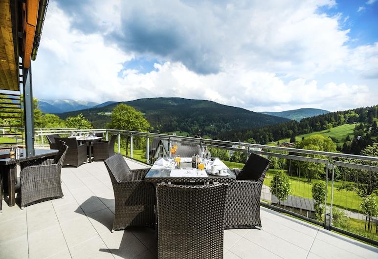Amenity Hotel & Resort Špindlerův Mlýn, Spindleruv Mlyn, Dinerruimte buiten